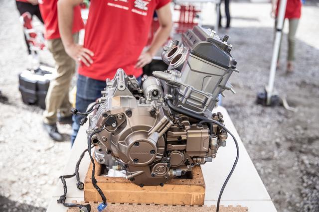 画像2: マグロではなくて、エンジンの解体ショー