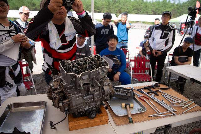 画像2: 頻繁にバラす前提にないエンジンは、シリンダー一体式