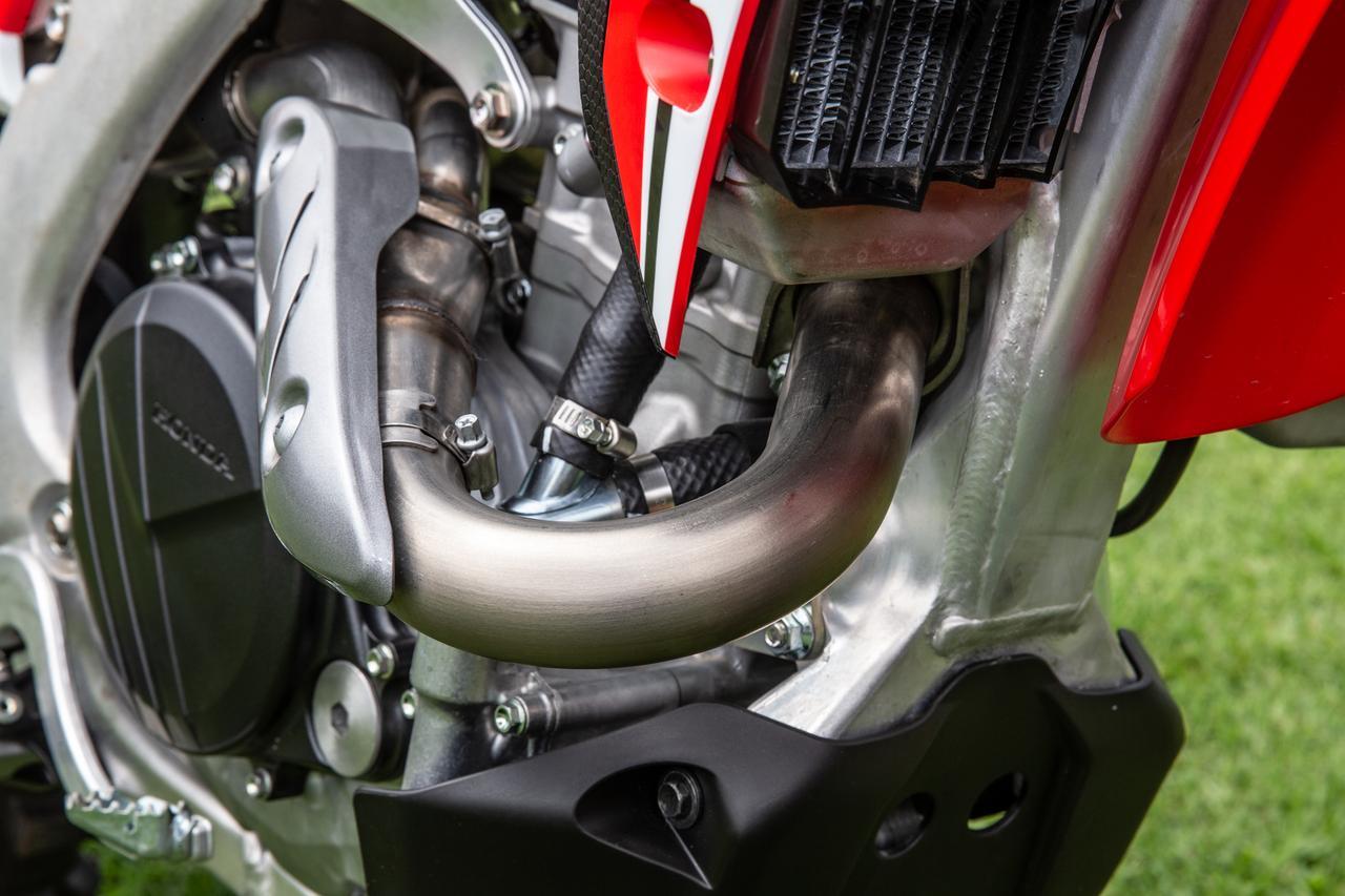 画像8: もっと知りたいCRF450L vol.2 「70%がレーサー、だが各所にちりばめられた公道化モディファイは∞」