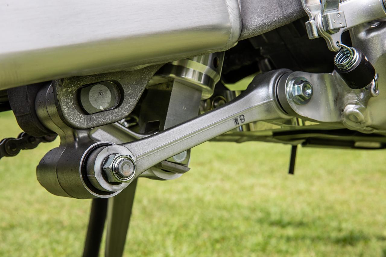 画像4: R>RX>L のサスペンション強度セッティング アウターは専用設計、中身はAキット