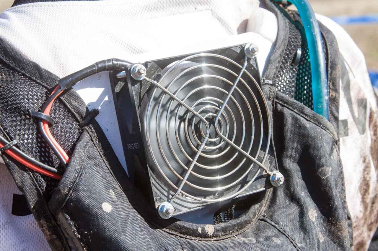 画像2: キャメルバッグを利用した自作扇風機が暑さ対策に最高!