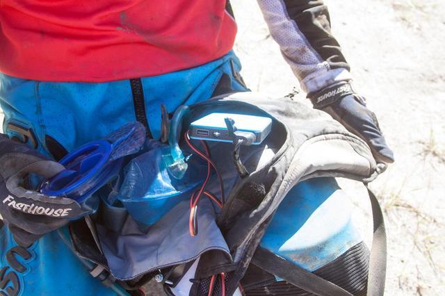 画像3: キャメルバッグを利用した自作扇風機が暑さ対策に最高!