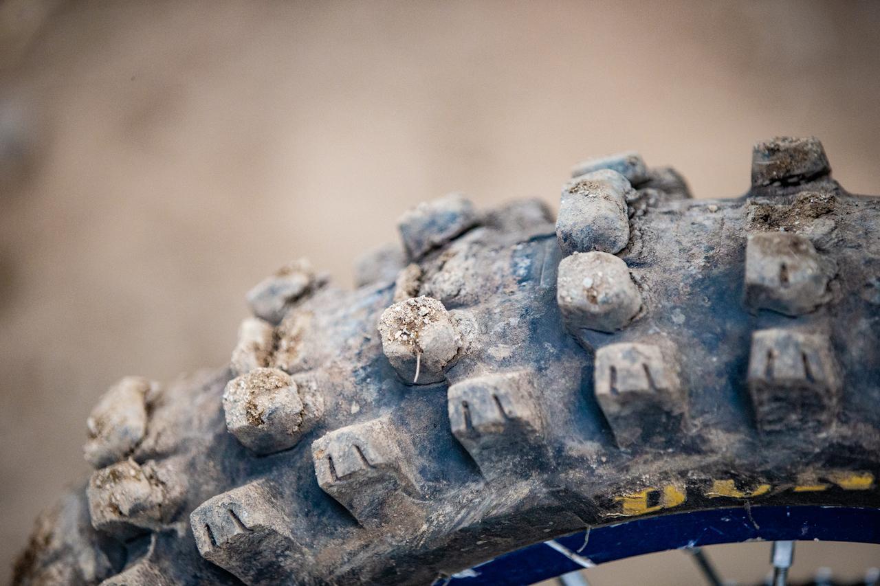 画像: レース後の鈴木のタイヤ