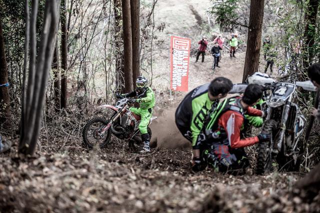 画像5: フィニッシュヒル、この坂を登ったほうが勝ちだ!