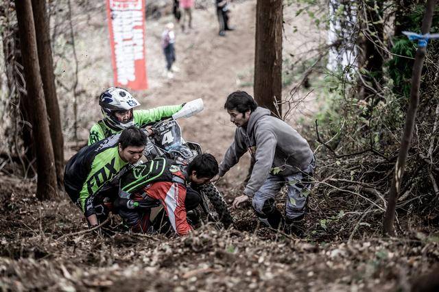 画像4: フィニッシュヒル、この坂を登ったほうが勝ちだ!