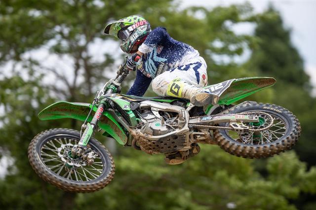 画像: 「昔からジャンプが得意で、ウィップ(ジャンプ中バイクをひねる)には自信があります!」と小川選手