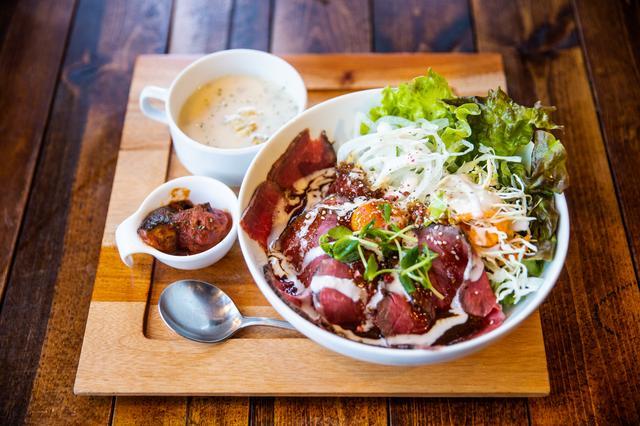 画像3: 山から下りたら、1ポンドの肉を食べに行こう