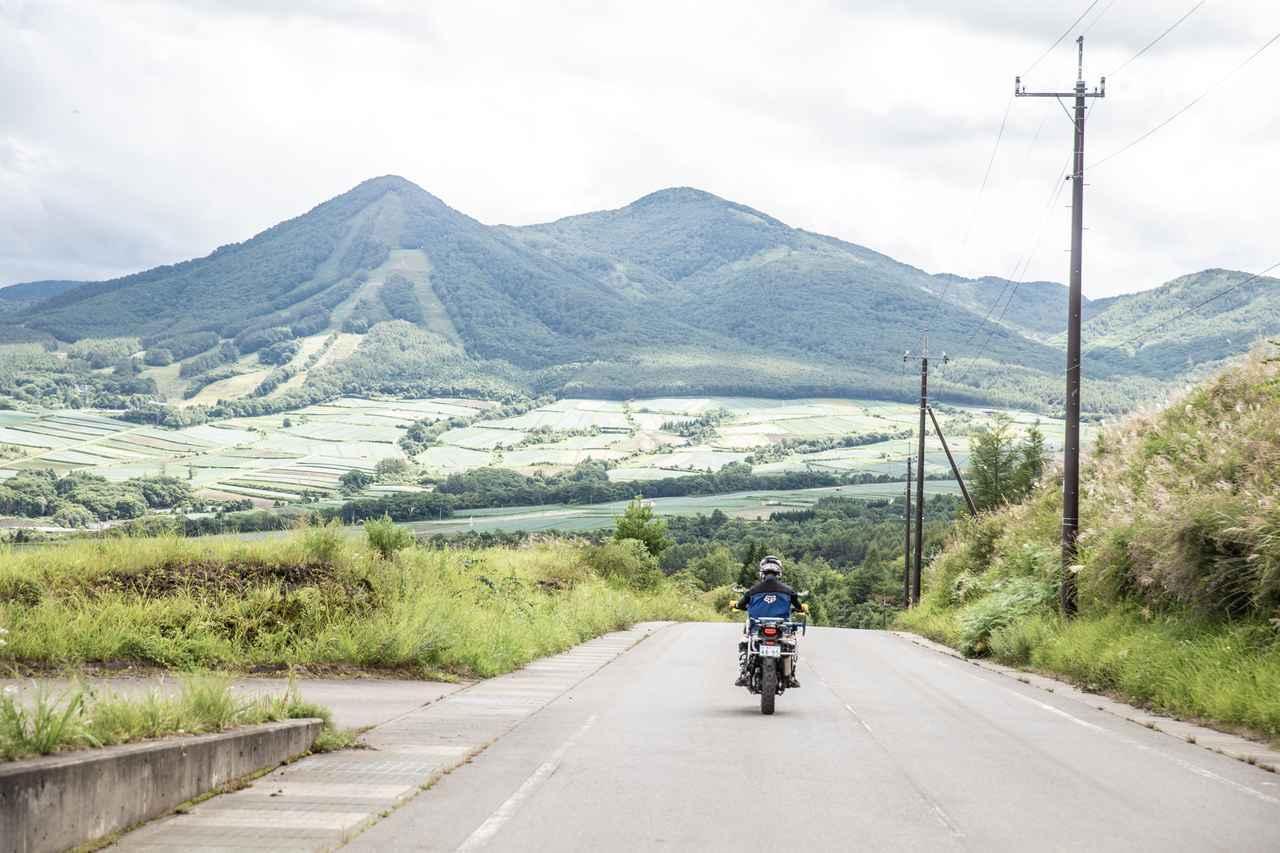 画像2: アフリカツインで絶景を楽しむ