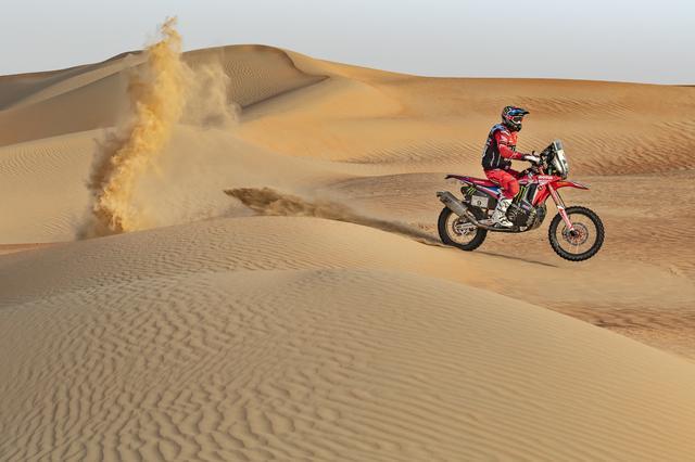 画像: 写真は、4月初旬に開催されたばかりのアブダビデザートチャレンジ。サウジアラビアの隣国、アラブ首長国連邦の砂漠群