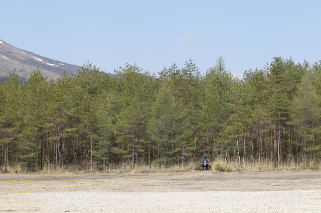 画像: 雄大な浅間山を背景に