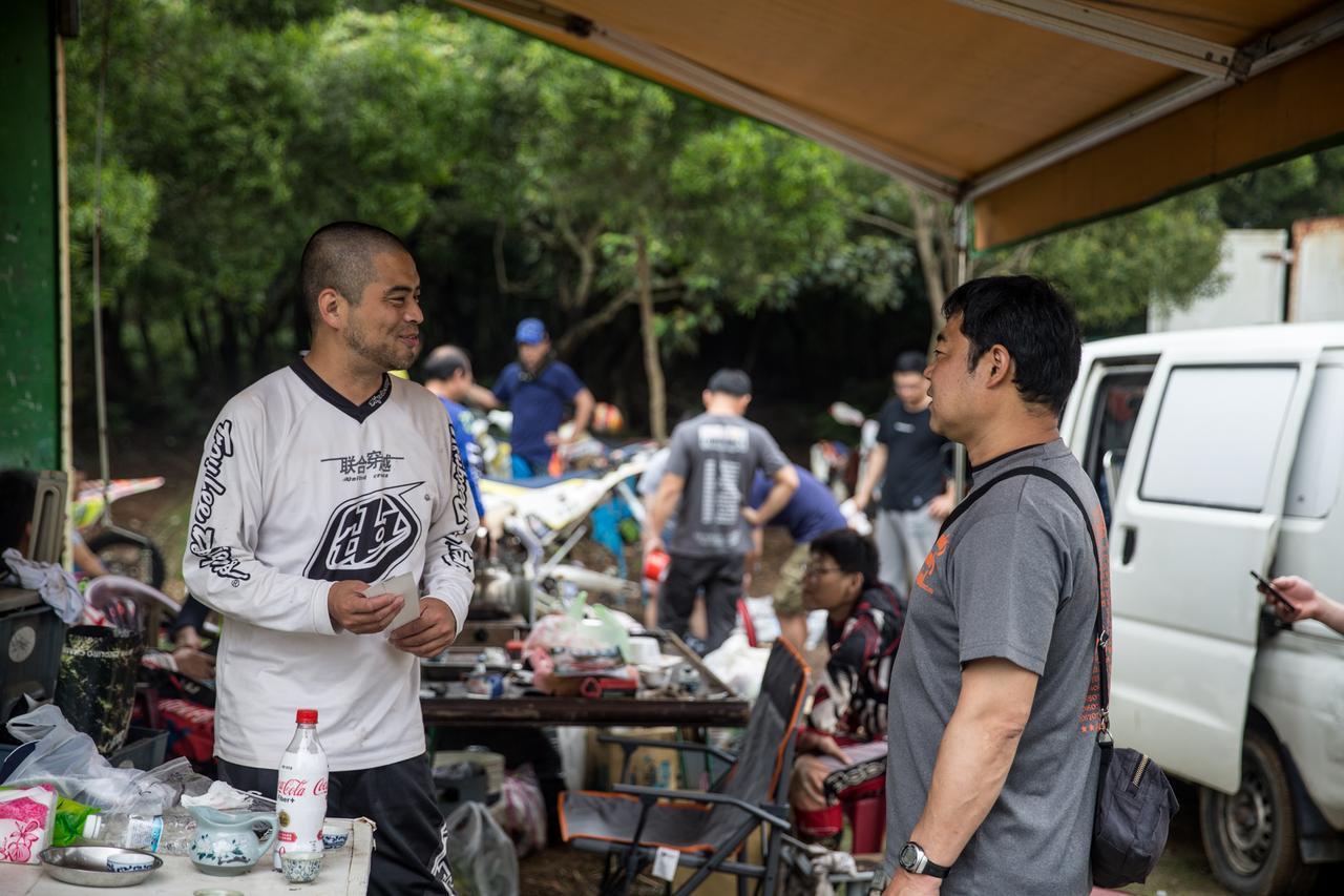 画像: 左、竹内さん。