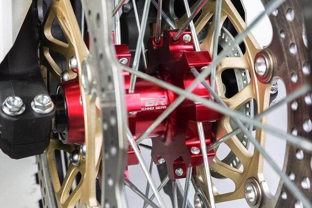 画像2: 軽量、そしてタフな作り、美しいカラーバランスで最高のバイクに