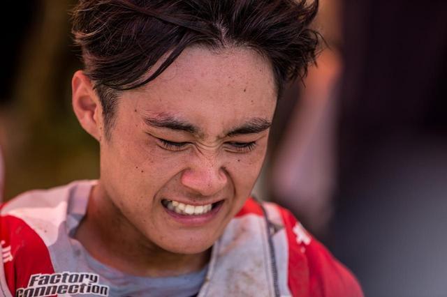 画像: なかなか表情に感情を出さない下田が、ゴール後、顔をゆがませた