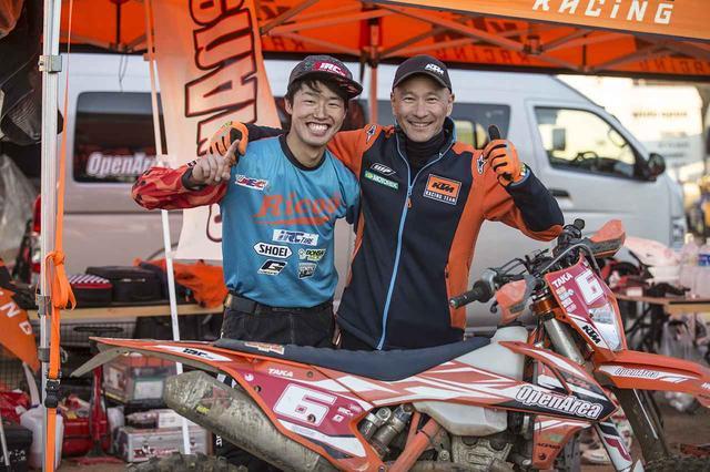 画像: 右、オープンエリア代表中嶋氏。左、モトクラブオープンエリア前橋孝洋