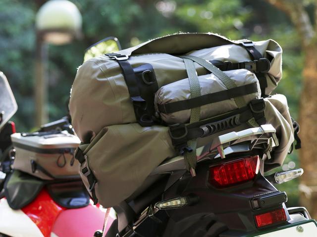 画像: デイジーチェーンで濡れていても、荷物の外に出して運べる