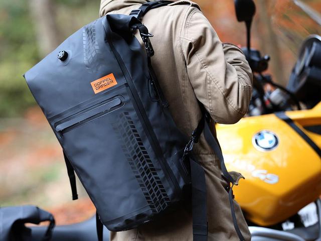画像: バックパックからシートバッグへトランスフォーム。シンプルこそバイク用バッグの決め手