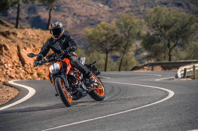 画像: KTM 390 DUKE(POWERPARTS装着車)