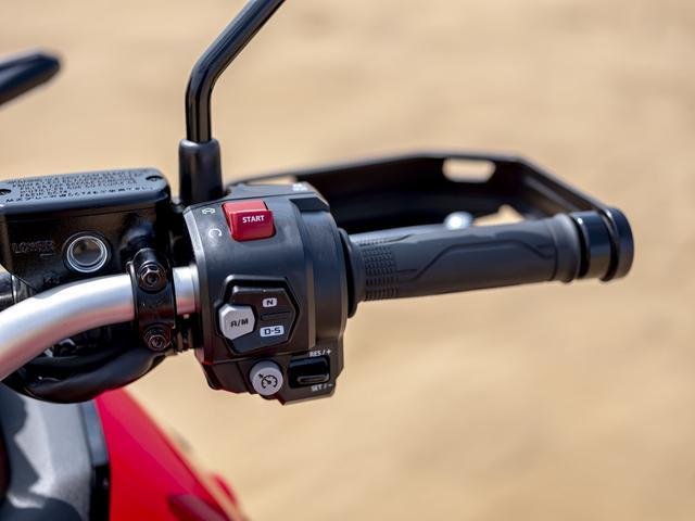画像4: タッチスクリーンのハイテクメーター