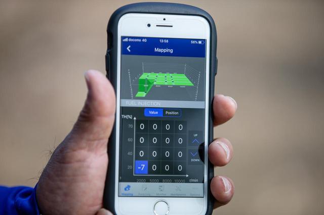 画像: 2020年式から、パワーチューナーはスマートフォンのアプリになった。マシンがWifiを発信していて、マップの入れ替えは一瞬。ライダーに休む暇はない(笑)