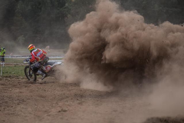 画像: ジョセップ・ガルシア(KTM)のようなファクトリーライダーはワールドトロフィチームと同時にマニュファクチャ―クラスにもエントリーしていることが多い