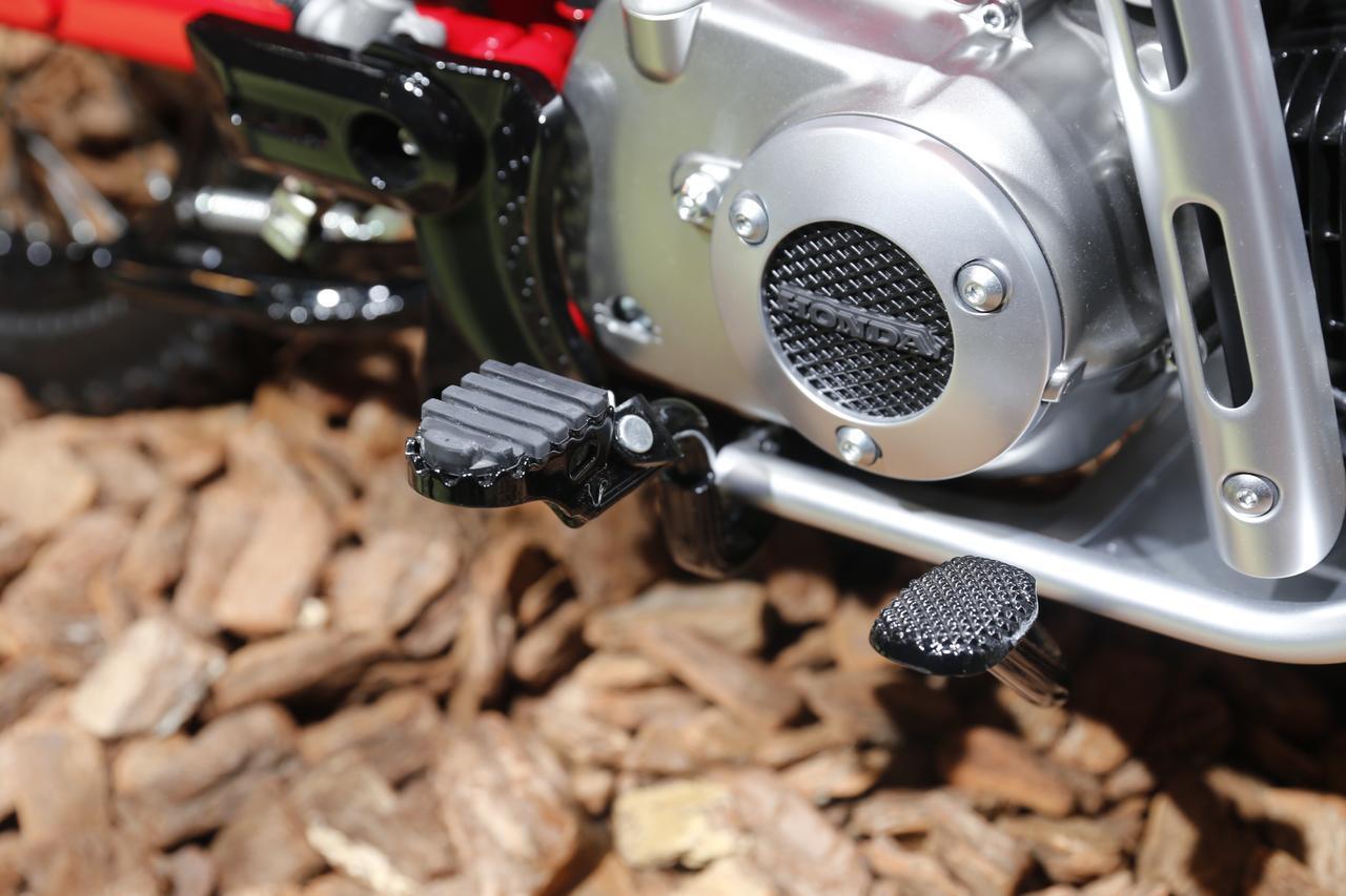画像: ステップは、しっかりオフ用。XRシリーズから受け継がれたゴム入りオフステップ