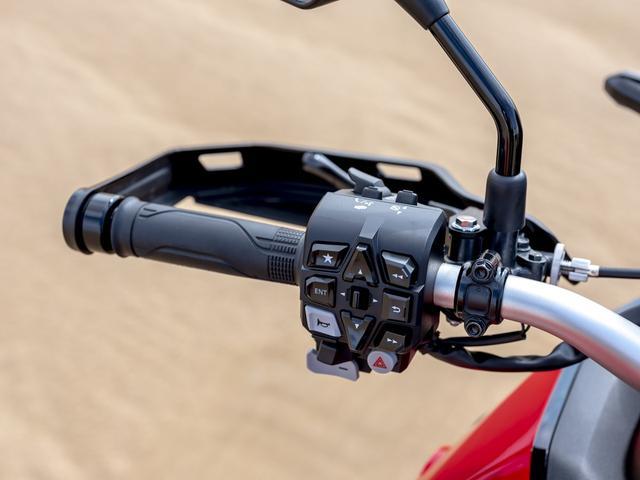 画像3: タッチスクリーンのハイテクメーター
