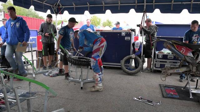 画像: Mike Brown ISDE Rear Tire Change youtu.be