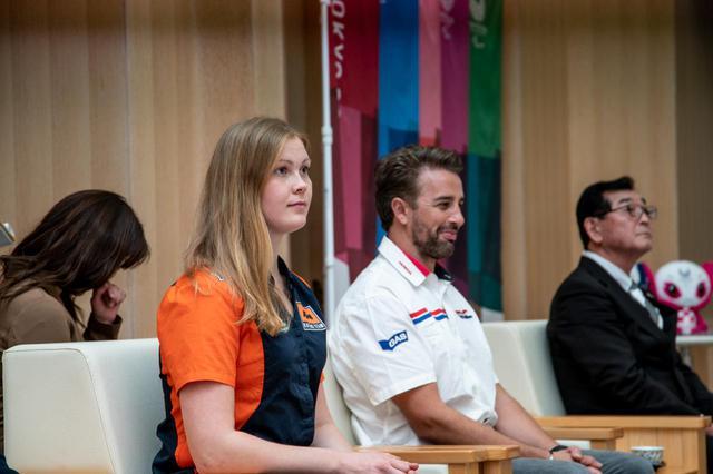画像: 海外からの招聘ライダー2名。左がSanna Karkkainen選手(フィンランド)と、右がHelder Rodrigues選手(ポルトガル)。