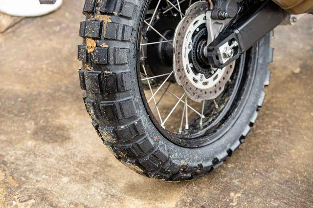 画像: インプレッションは、コンチネンタルのブロックタイヤを履いておこなわれた。もちろん純正採用ではない