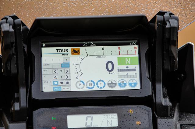 画像: こちらが電子制御の設定をしているシーン。左列でカスタマイズしているところ。HSTCが7に設定されていて、ウイリーコントロールが1、ABSのリアはアクティブ、サスは1人乗り用プリロード、Gスイッチオフ