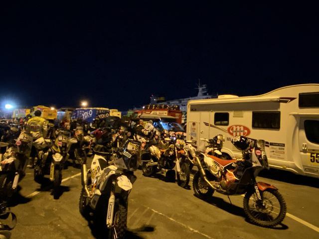 画像: 未明のサボナ港。気温は5度前後と寒い