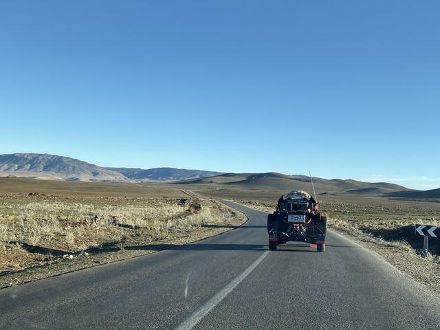 画像: アトラス山脈を越える長いリエゾン