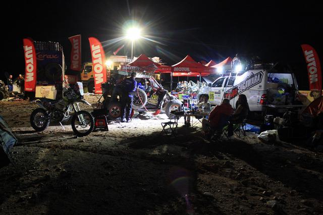 画像: エキップスガワラ、夜のビバーク