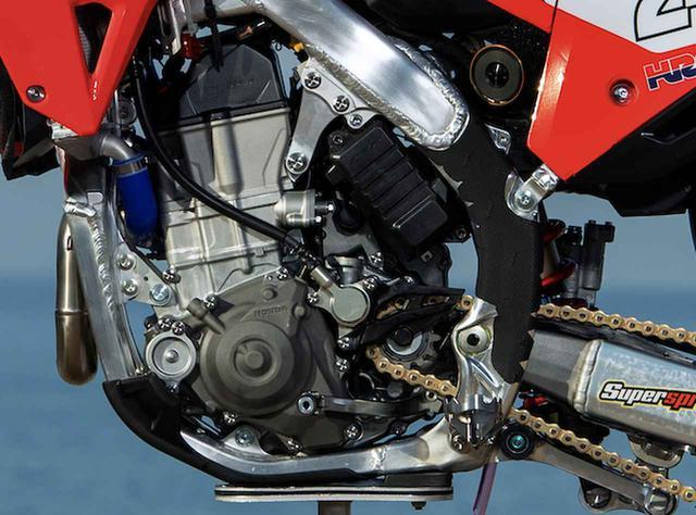 画像3: CRF450R、革新的な細フレームでフルモデルチェンジの兆し。MXGPにて先行開発車がデビュー