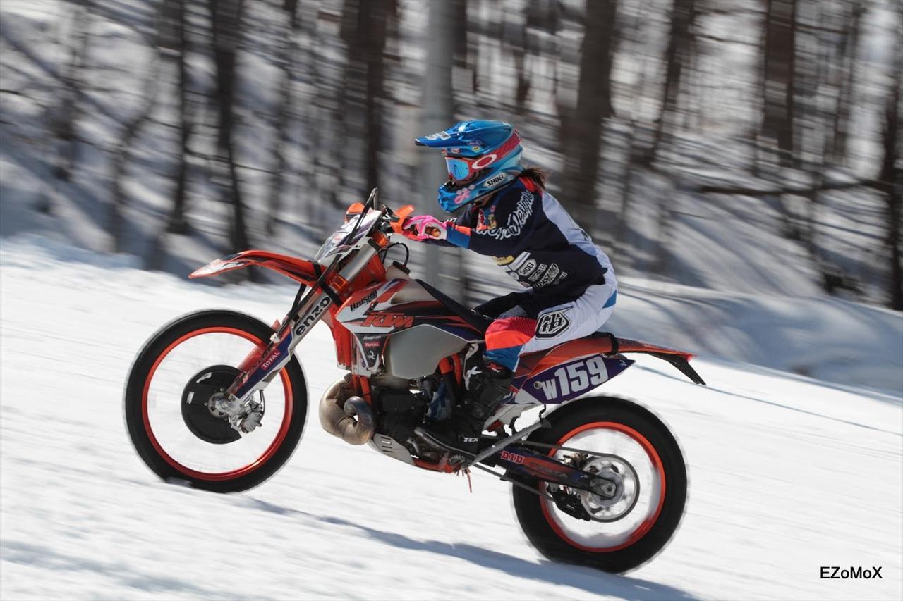 画像: SNOW PUNKS rider : 増田まみ 写真はすべて EZOMOX