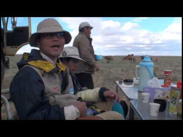 画像: 冒険家・風間深志と行く!モンゴルゴビ砂漠ラクダキャラバン2013 #2/3 www.youtube.com