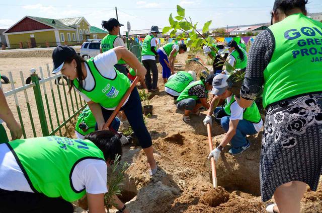 画像: 砂漠化に苦しむゴビ砂漠の中の村を救う植林活動!(&井戸掘りに挑戦する可能性あり)