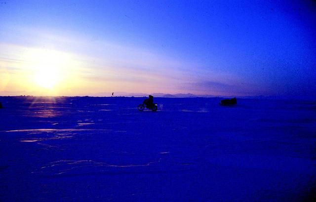 画像: 4月20日、史上初めてバイクによる北極点到達に成功する。 (史上13隊目)