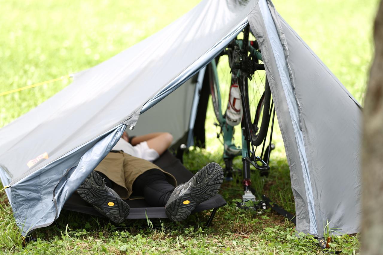 画像: キャンツーにジャストサイズ。新生ハンターカブCT125と共に持って行きたい新作テント
