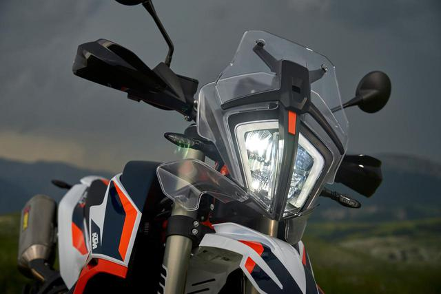 画像1: KTMのアドベンチャーといえばこの顔