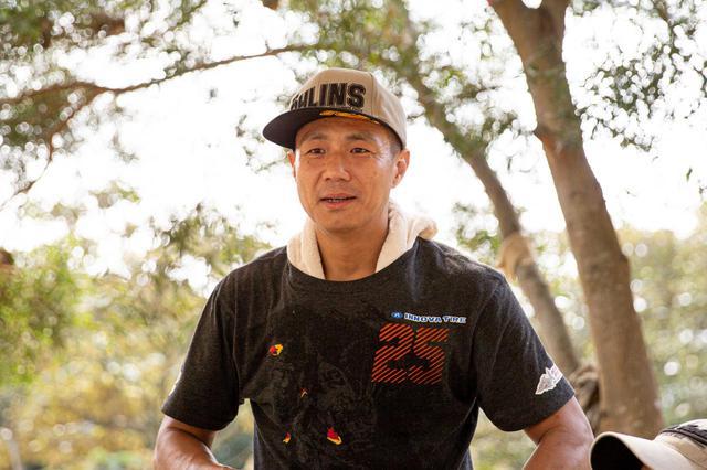 画像: 台湾のトップエンデューロライダー杜中豪。現在44歳にして亀山に集まるベテランと若者を繋ぐ中心的存在。