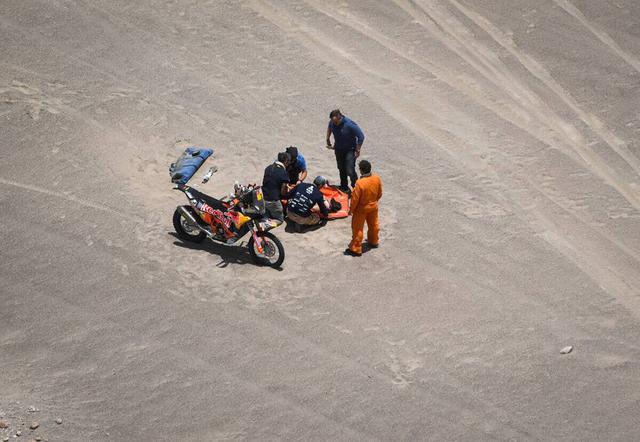 画像: 想像を絶する熱さや寒さ、4000mを超える標高の高いエリアでの高山病など、転倒以外でも体調を崩すライダーが出て来てしまうのも、ダカールが世界一過酷なレースと言われる所以。