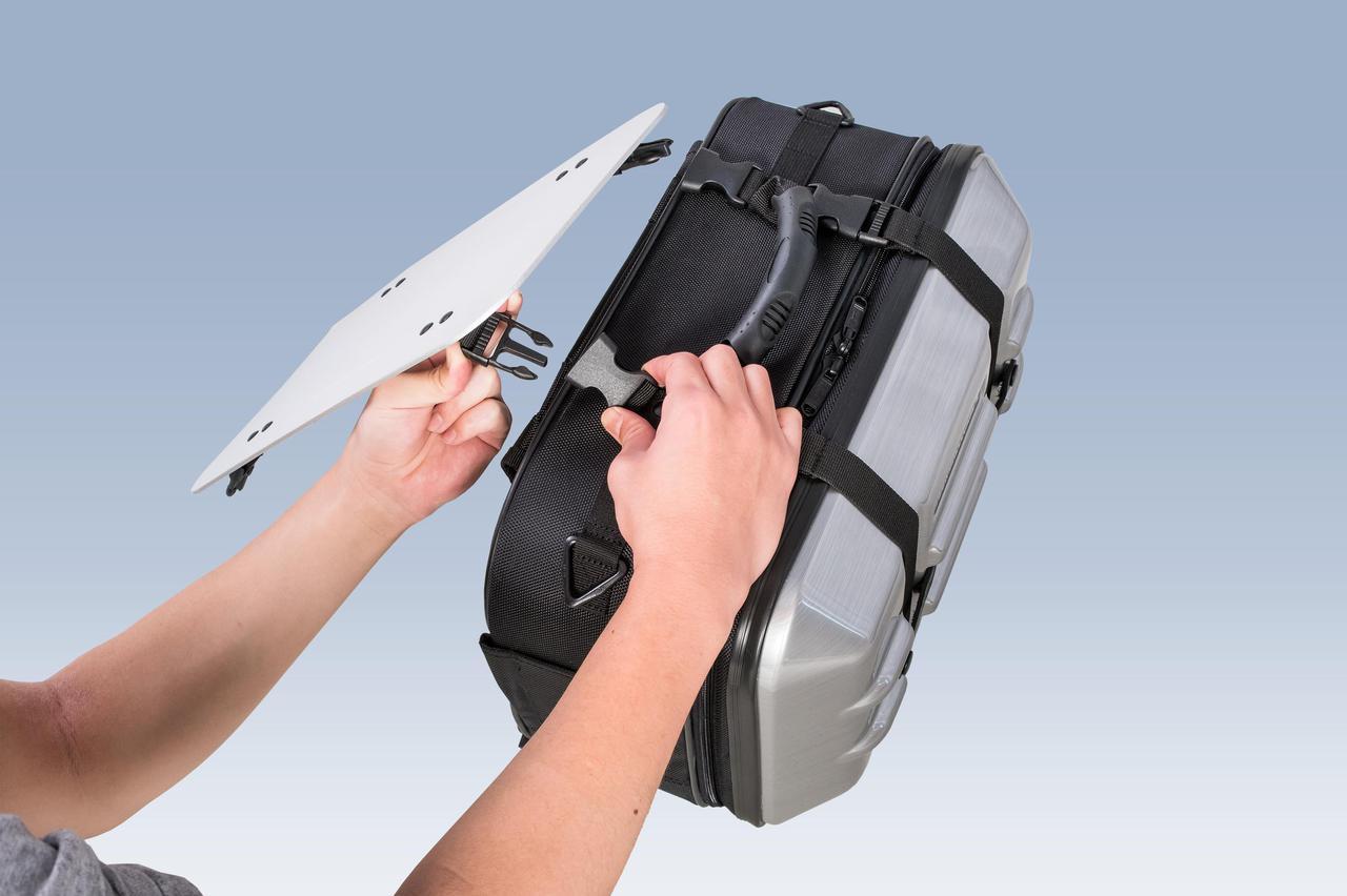Images : 5番目の画像 - 「サイドバッグの新たな使い道、なんとテーブルに変形」のアルバム - Off1.jp(オフワン・ドット・ジェイピー)