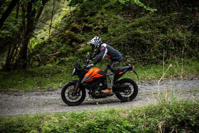 画像2: ダート向けに開発されたバイクではないのに、ちゃんとダートも走れる
