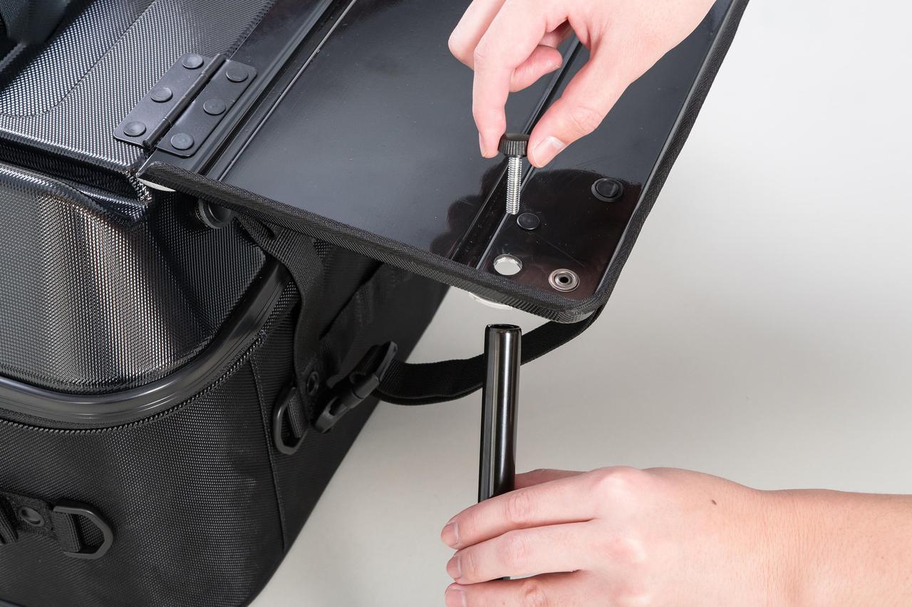画像2: このシートバッグは荷物を詰めるだけじゃない。1つで2役、なんとテーブルに変形