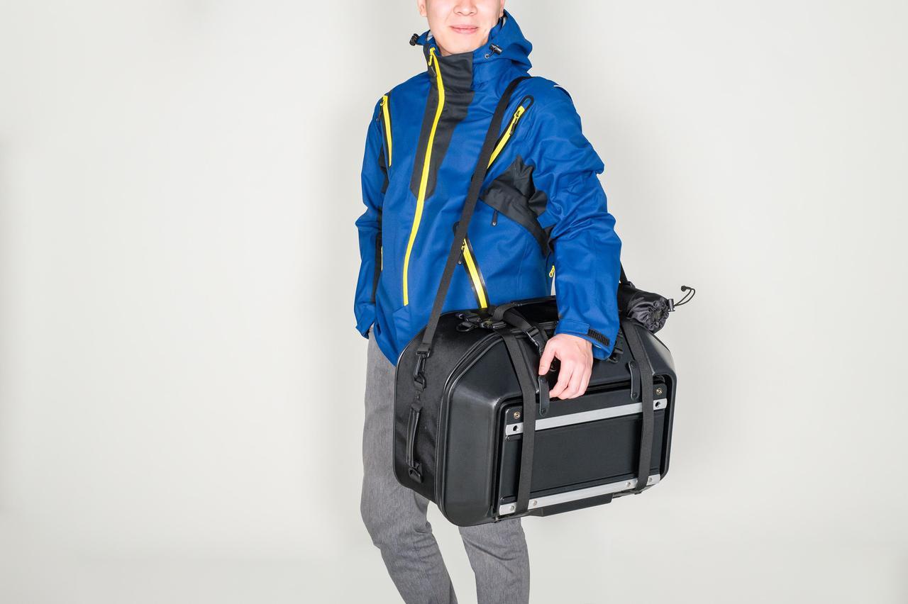 画像7: このシートバッグは荷物を詰めるだけじゃない。1つで2役、なんとテーブルに変形