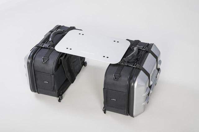 画像: サイドバッグの新たな使い道、なんとテーブルに変形 - Off1.jp(オフワン・ドット・ジェイピー)