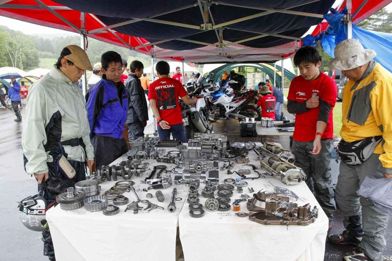 画像: 昨年実施された「CRF1000Lエンジン解体展示」