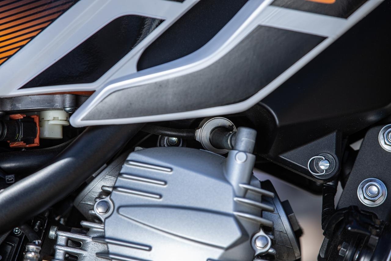 画像: ギクシャクしないエンジン特性の秘密はコレ