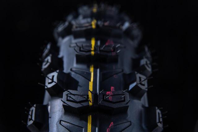 画像2: タイヤを意図的につぶして、グリップを確保しやすい